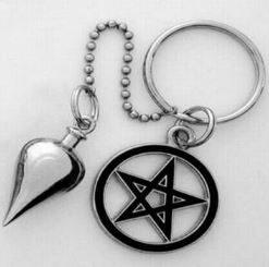 Pendul din metal argintiu cu pentagrama
